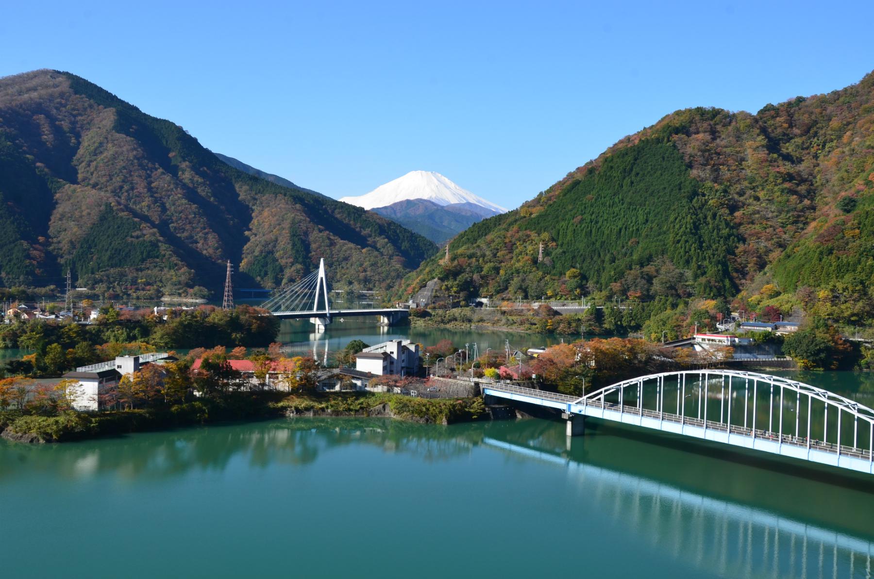 1_山北町_丹沢湖と富士山